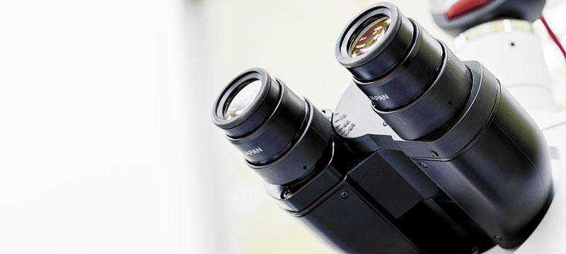 マイクロサージェリーで使用される手術用顕微鏡