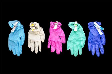 並んだ5色の手術用手袋
